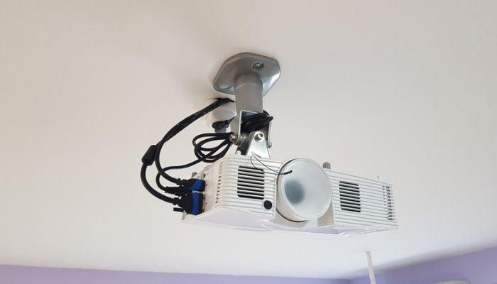 proyector philips en techo